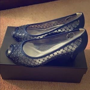 Navy Jamie evening pumps by Adrianna Papell